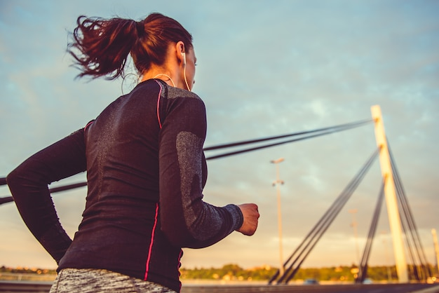 Frauen laufen im freien Premium Fotos