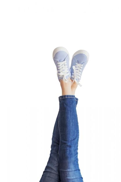 Frauenbeine in blue jeans Premium Fotos