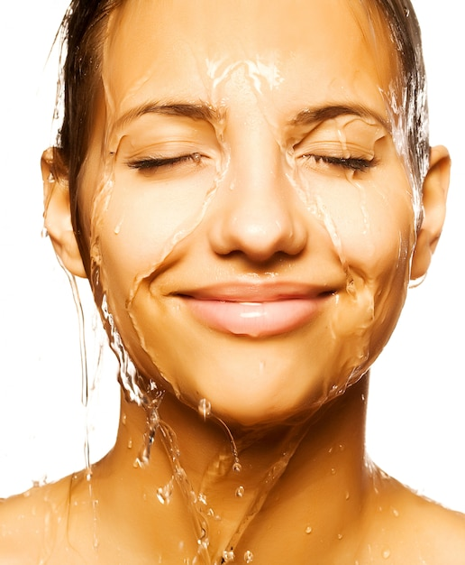 Frauengesicht mit wassertropfen Premium Fotos