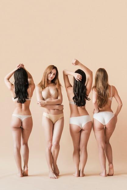 Frauengruppe, die in der unterwäsche aufwirft Kostenlose Fotos
