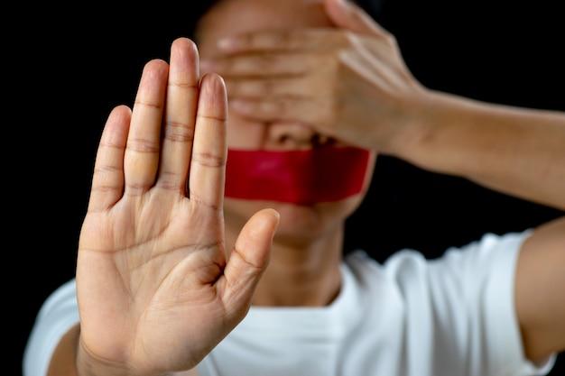 Frauenhandzeichen für den halt, der gewalttätigkeit missbraucht Premium Fotos