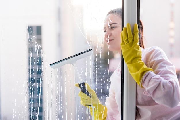 Frauenreinigungsfenster Kostenlose Fotos