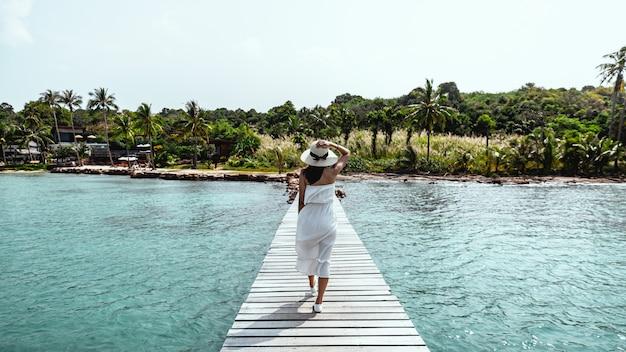 Frauensommer entspannen sich ferien Premium Fotos
