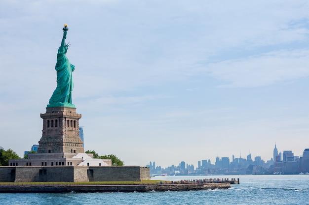 Freiheitsstatue new york und manhattan usa Premium Fotos