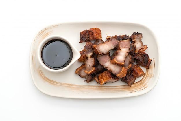 Fried streaky pork oder crispy pork oder deep fried pork belly Premium Fotos