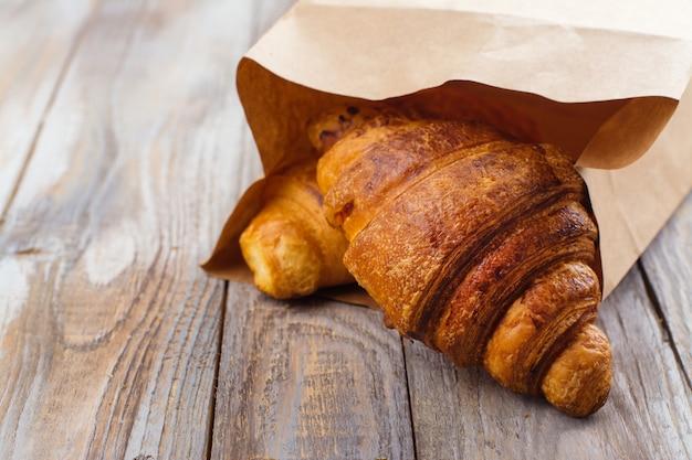 Frisch gebackene croissants Premium Fotos