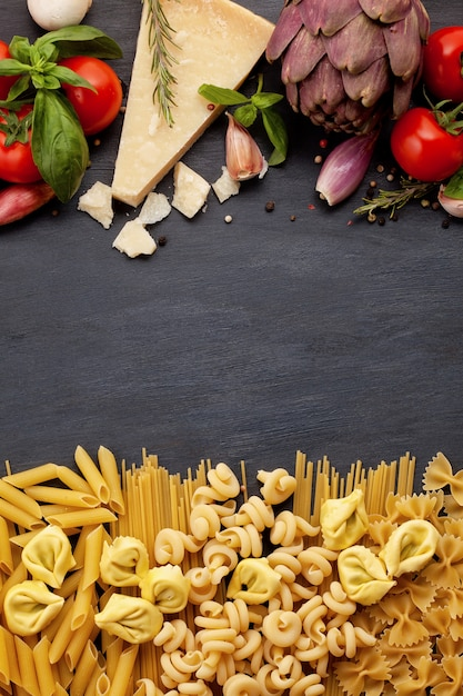 Frische bio-zutaten nach italienischen rezepten. gesundes lebensmittelkonzept Premium Fotos