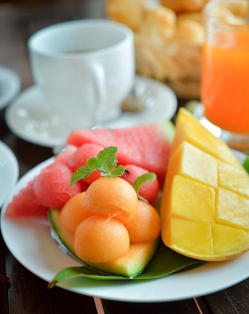 Frische früchte. gemischte früchte. gesundes essen. Premium Fotos