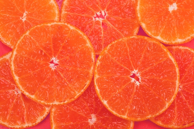 Frische geschnittene saftige orange frucht stellte über orange- tropische orange fruchtbeschaffenheit für gebrauch ein Kostenlose Fotos