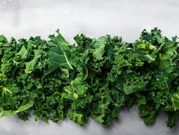 Frische organische grüne kohlhintergrundfahne. Premium Fotos