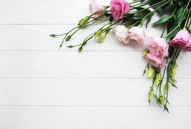 Frische rosa eustomablumen Premium Fotos