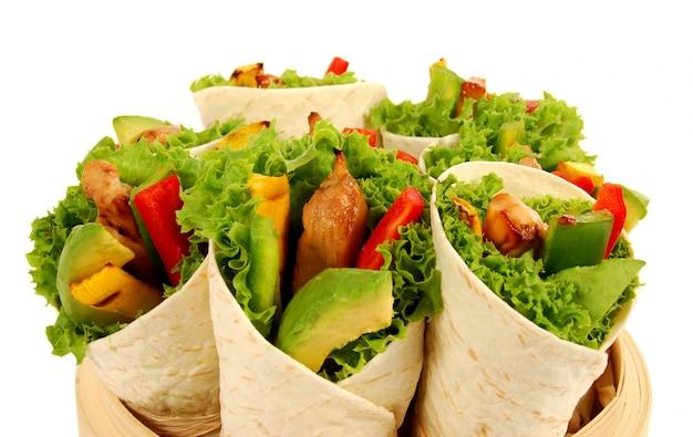 Frische tortillas wraps mit hähnchen und avocado Kostenlose Fotos