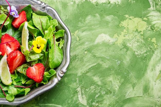 Frischer erdbeersalat Premium Fotos