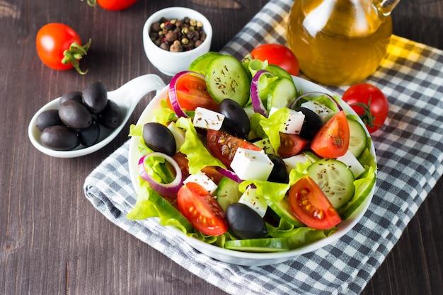 Frischer griechischer salat Premium Fotos
