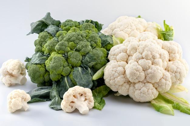Frischer reifer organischer brokkoli und blumenkohl Premium Fotos