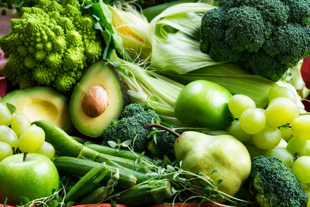 Frischer roher autumn green vegetables and fruits Premium Fotos