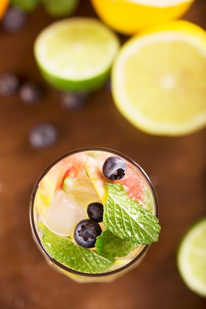 Frisches cocktail mit minze, pampelmuse Premium Fotos
