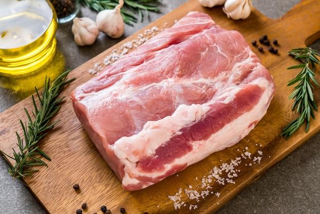 Frisches schweinefilet Premium Fotos