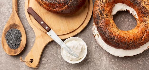Frischkäse und bagel draufsicht Kostenlose Fotos