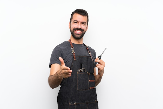 Friseur mann in einer schürze händeschütteln für das schließen ein gutes geschäft Premium Fotos