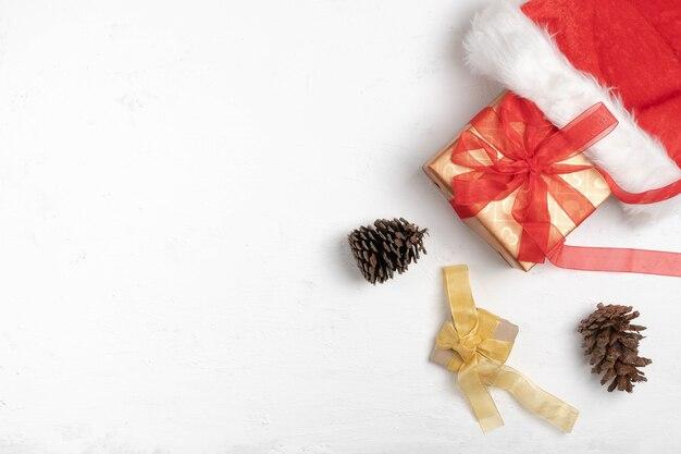 Frohe weihnachten auf weißem holz Premium Fotos