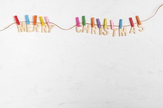 Frohe weihnachten grußnachricht auf weißem holz Premium Fotos
