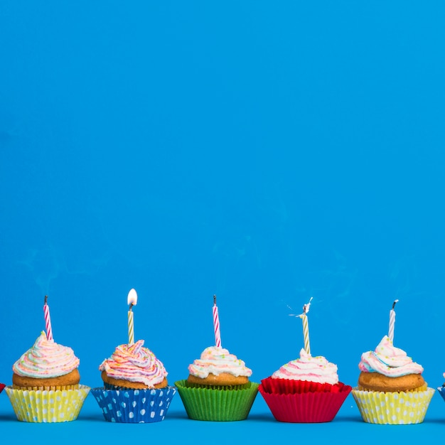 Frontansicht geburtstag cupcake linie Kostenlose Fotos