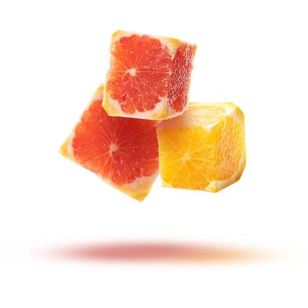 Fruchtscheiben in form von würfeln Premium Fotos