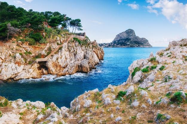 Frühlingspanorama der seeküstenstadt trapany. sizilien, italien, europa Premium Fotos