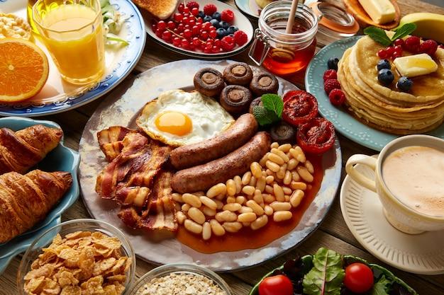 Frühstücksbüffet kontinental und englisch Premium Fotos