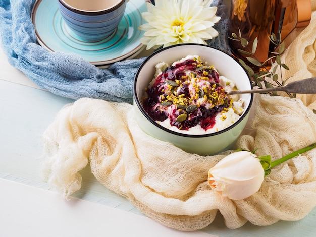 Frühstücksschüssel joghurt und quark Premium Fotos