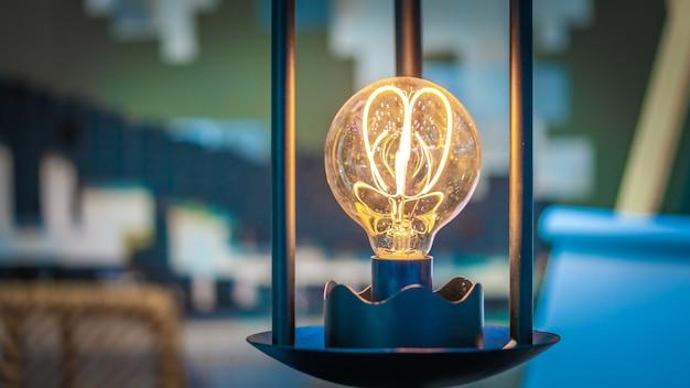 Funkelnde glühbirne Premium Fotos