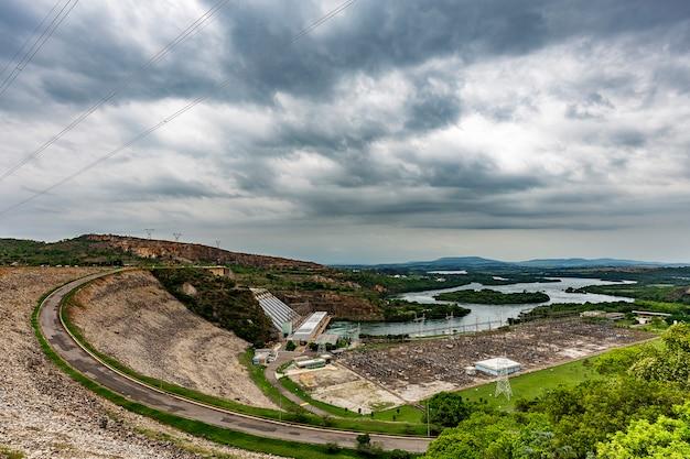 Furnas wasserkraftwerk in rio grande, bundesstaat minas gerais, brasilien, aka the minas sea Premium Fotos