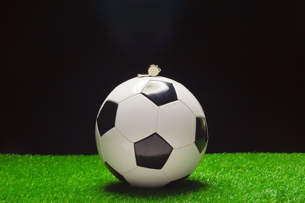 Fußball mit pfeife Premium Fotos