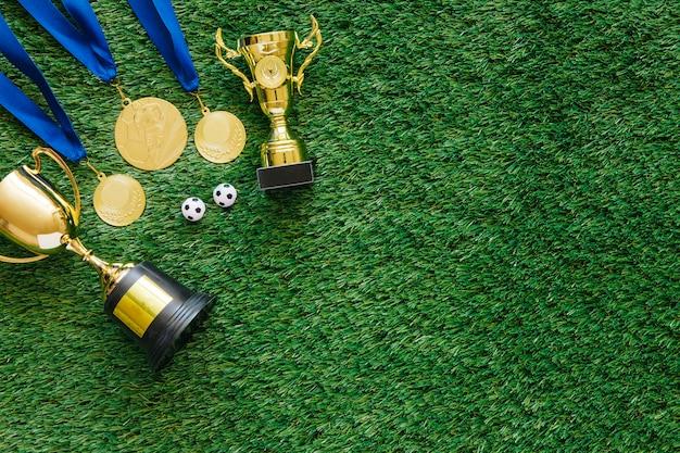 Fußballhintergrund mit medaillen und trophäe Kostenlose Fotos