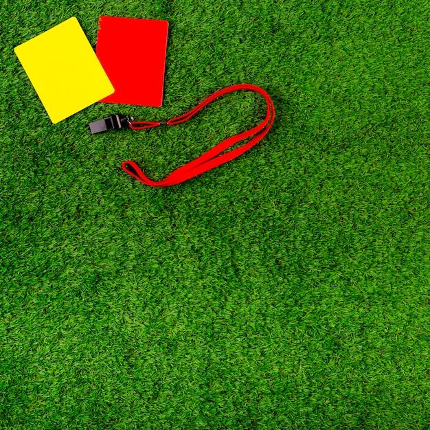 Fußballzusammensetzung mit den roten und gelben karten Kostenlose Fotos