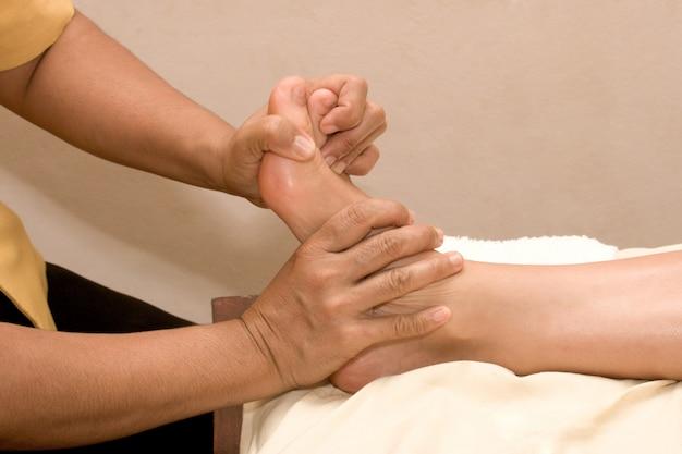 Fußmassage im spa Premium Fotos