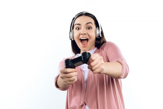 Gamer des jungen mädchens in den kopfhörern mit steuerknüppel Premium Fotos