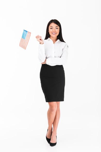 Ganzaufnahme einer lächelnden asiatischen geschäftsfrau Kostenlose Fotos