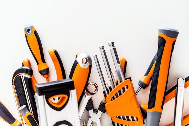 Garage tools set auf weiß Kostenlose Fotos