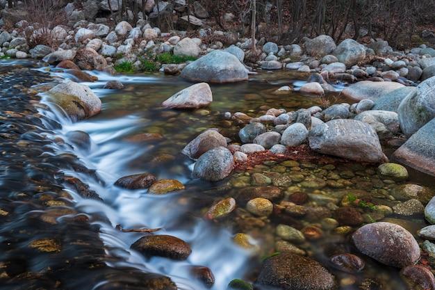 Garganta jaranda. landschaft in der nähe von jarandilla de la vera, caceres. extremadura. spanien. Premium Fotos