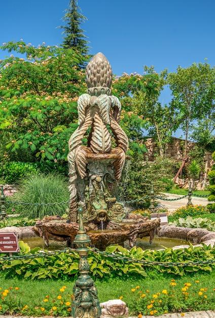 Gartenskulptur im schloss von ravadinovo, bulgarien Premium Fotos