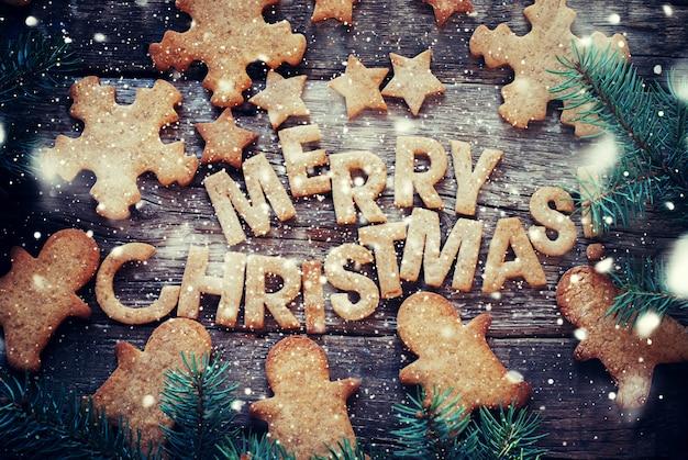 Buchstaben Frohe Weihnachten.Gebackene Buchstaben Frohe Weihnachten Figuren Lebkuchen Plätzchen