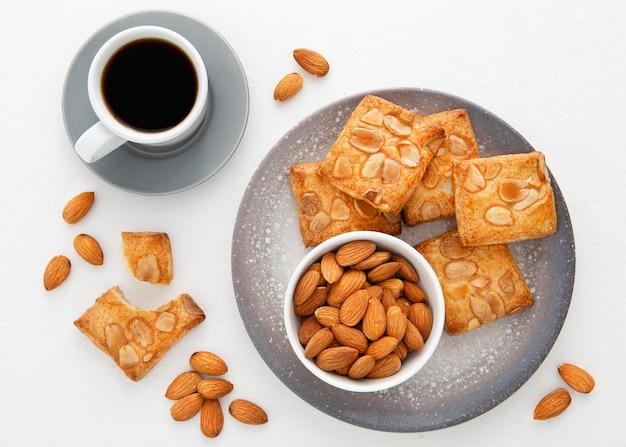 Gebackene kekse mit mandeln und kaffee Kostenlose Fotos