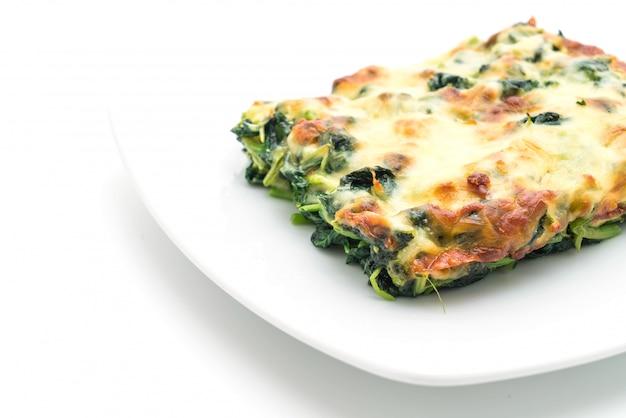 Gebackener spinat mit käse Premium Fotos