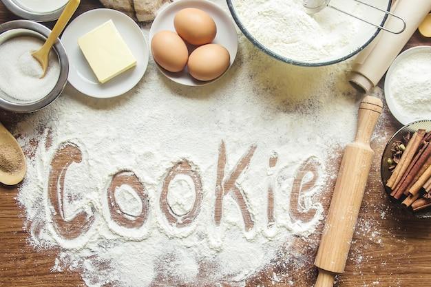 Gebäck, kuchen, selbst kochen. selektiver fokus Premium Fotos