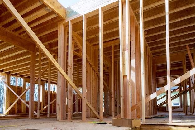 Gebäude des neuen hölzernen balkenbaus des neuen hauptaufbaus Premium Fotos
