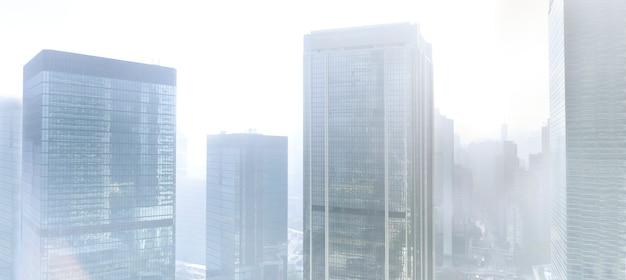 Gebäude im nebel Kostenlose Fotos