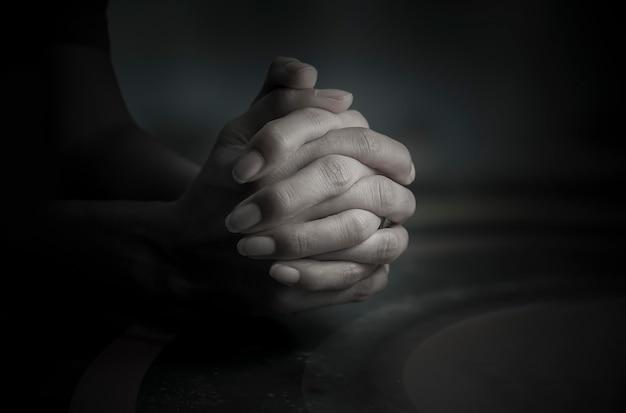 Gebet zu gott das ist der anker des geistes, des glaubens und der hoffnung. Premium Fotos