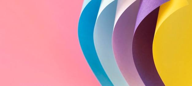 Gebogene schichten aus farbigem papier kopieren platz Kostenlose Fotos
